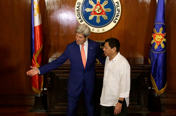 菲律賓總統首次外訪 將見奧巴馬談南