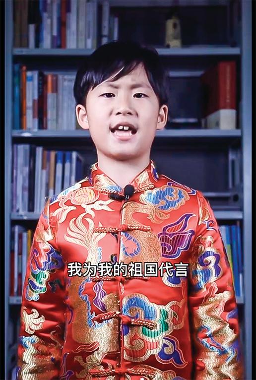 一個中國男孩「為國代言」的影片在網上流傳,引發熱議,男孩被人稱為「小戰狼」。(影片截圖)