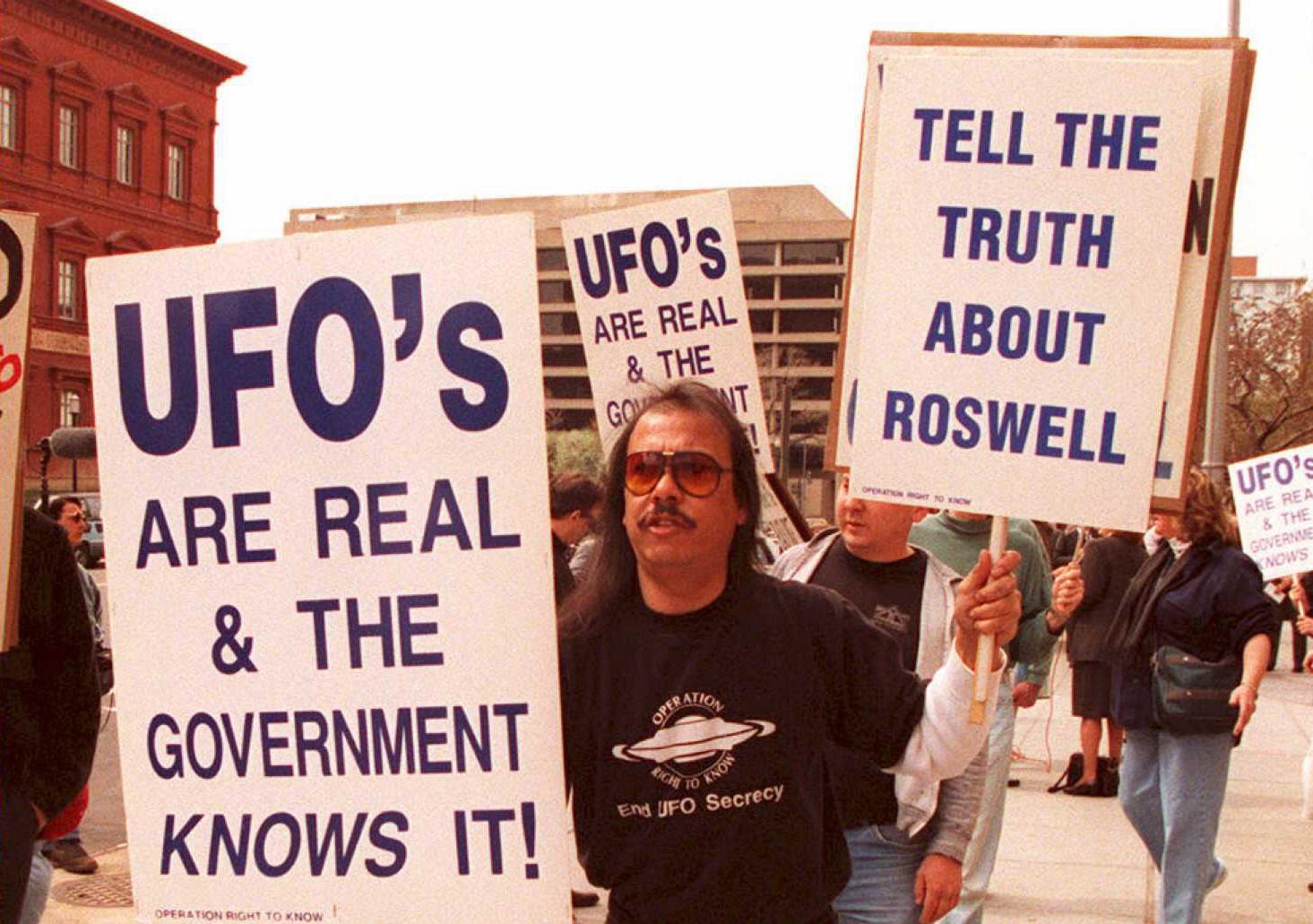 羅斯威爾飛碟墜毀事件(Roswell UFO incident)是指1947年在美國新墨西哥州羅斯威爾市發生的UFO墜毀事件。美國軍方稱其為氣象氣球的殘骸,但民間則認為墜落物實為外星飛船,人們不滿意整個事件被軍方掩蓋。(JOSHUA ROBERTS/AFP via Getty Images)