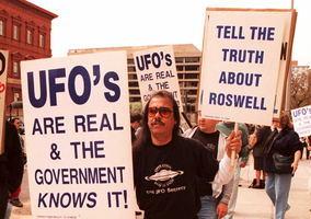 公佈UFO信息刻不容緩 人類或面臨第三類接觸?【影片】
