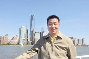 上海街頭現謊言展板 法輪功學員上訪被拘