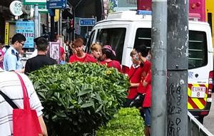 【圖片新聞】投票站外的「紅色遊蕩隊」