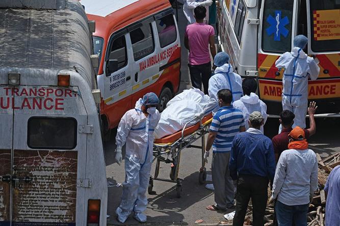 印度周三(4月28日)公佈,過去24小時內,共有360,960宗病例和3,293宗死亡。(Getty Images)