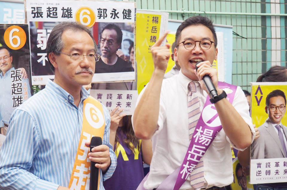 公民黨的楊岳橋昨日下午與工黨的張超雄在大埔火車站辦聯合街站。(楊岳橋facebook)
