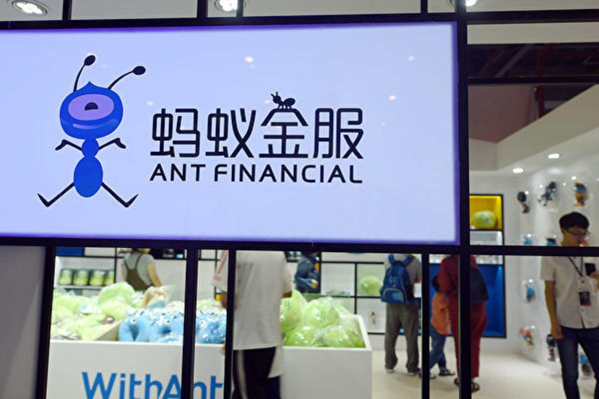 對比螞蟻消費貸超過1.5萬億元餘額,專家評估,螞蟻消費金融公司至少要補交5000億元才能達到控制金融風險的要求。圖為:螞蟻公司的一處廣告牌。(getty image)