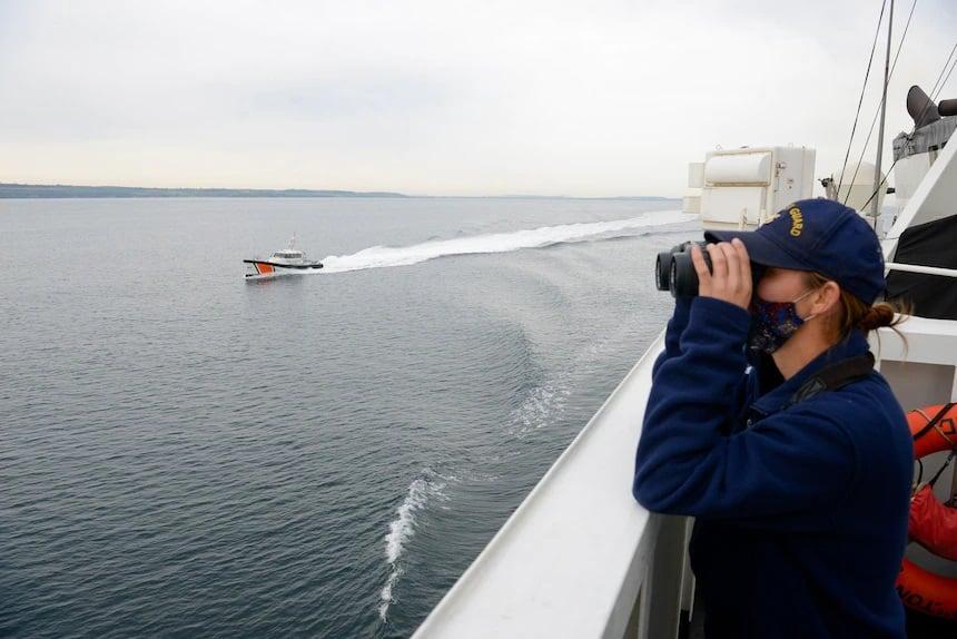 2021年4月27日,土耳其海岸警衛隊護航美國漢密爾頓艦艇在美國第六艦隊地區例行部署支持美國盟國的國家利益和安全的行動。(US Navy)