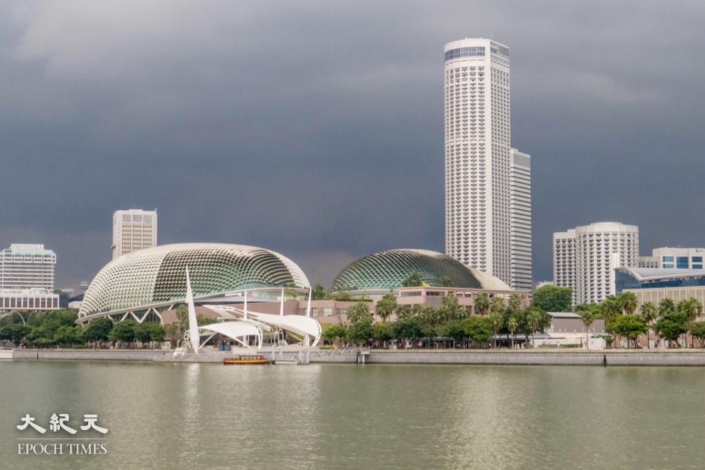 星港旅遊氣泡專屬航班首兩星期機位已經爆滿,旅遊業議會主席黃進達今(5月2日)指預期暑假可能有旅行團去新加坡。圖為新加坡濱海藝術中心。(王嘉益/大紀元)