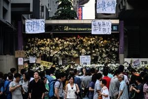 香港警察濫捕學生幸遭青天