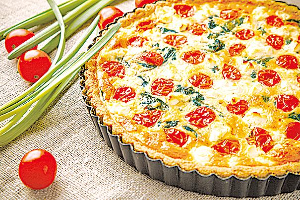 以番茄等蔬菜,加上菲塔芝士做餡料的派餅。