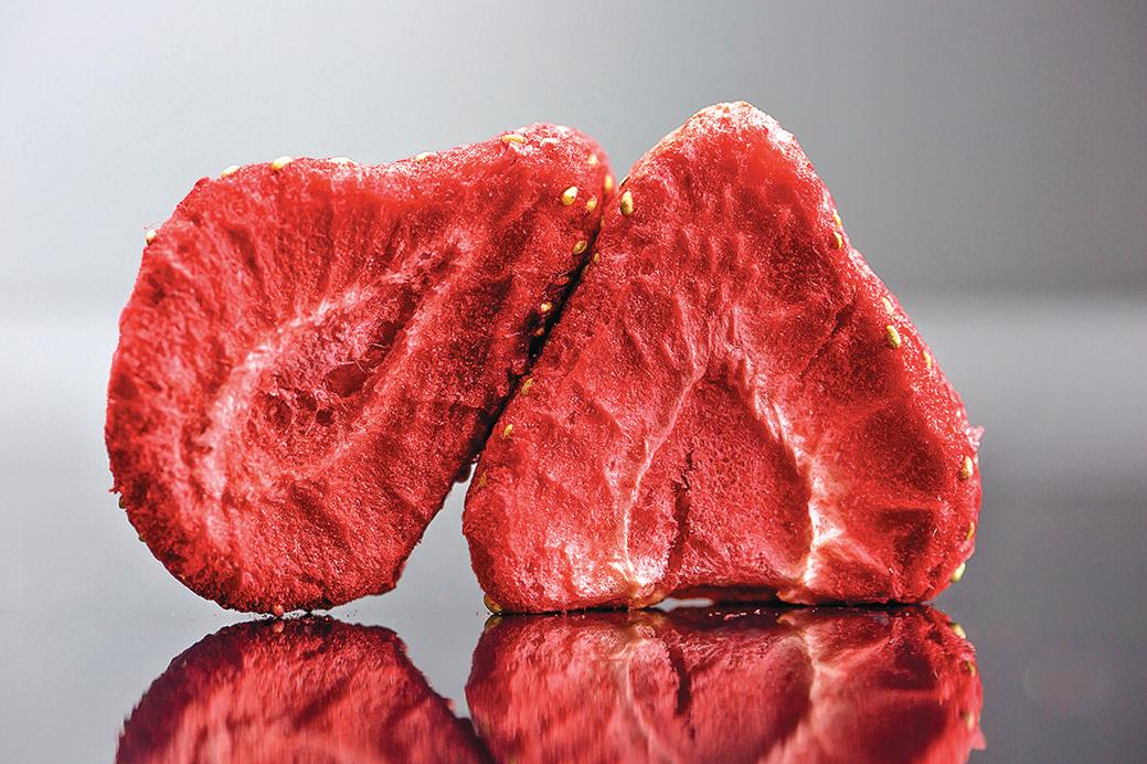 「冷凍乾燥果乾」吃得到水果原味,質地鬆脆很好吃。