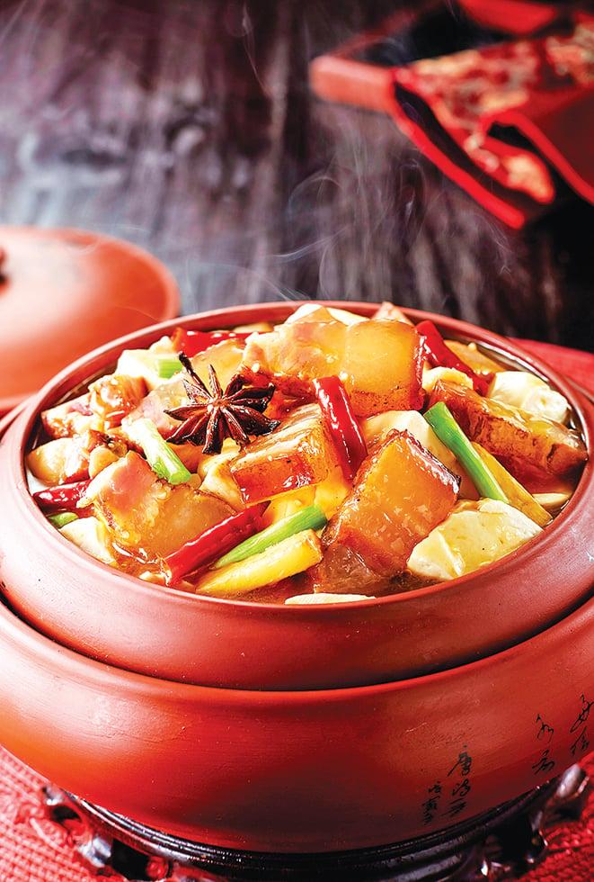 常見的家常滷肉,可以加入凍乾水果燉煮。