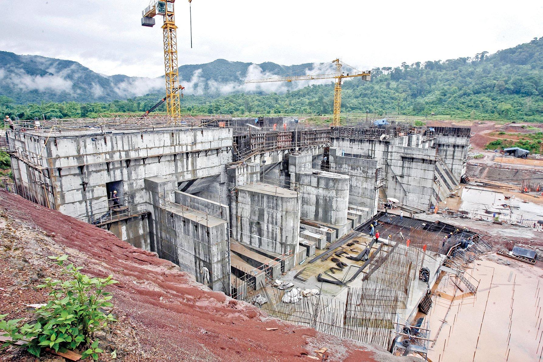 著名水利專家王維洛指出,中共在湄公河流域投資,是一場浮士德式的交易。圖為中共在老撾境內投資並營運的南通 2 號水壩。(AFP)