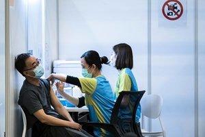 男子打科興拔不出針筒 面癱可能被列入科興副作用