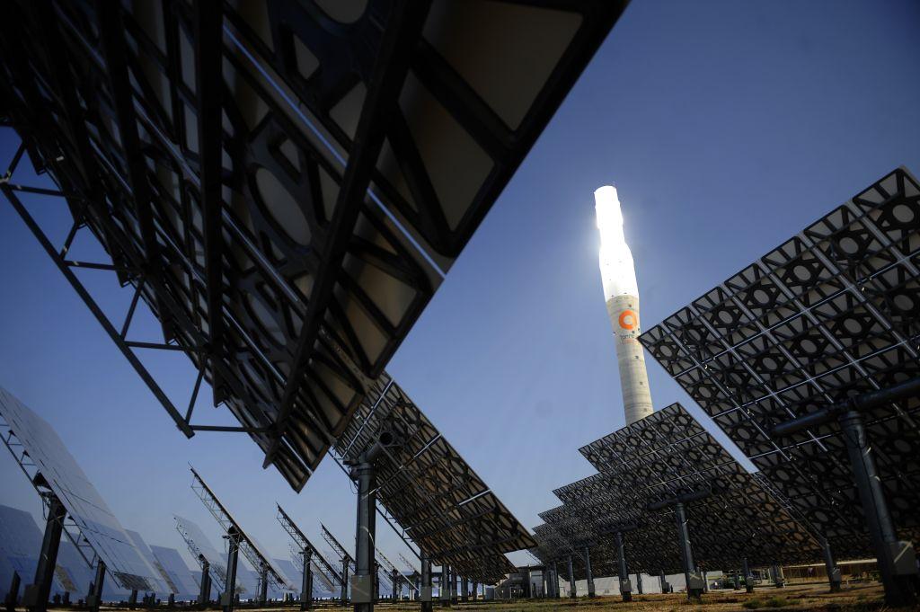 IHS Markit昨(5月3日)公佈4月份西班牙製造業採購經理人指數數值為57.7,反映商業活動正在擴張。圖為位於西班牙塞維亞周邊的太陽能發電廠。(CRISTINA QUICLER/AFP via Getty Images)