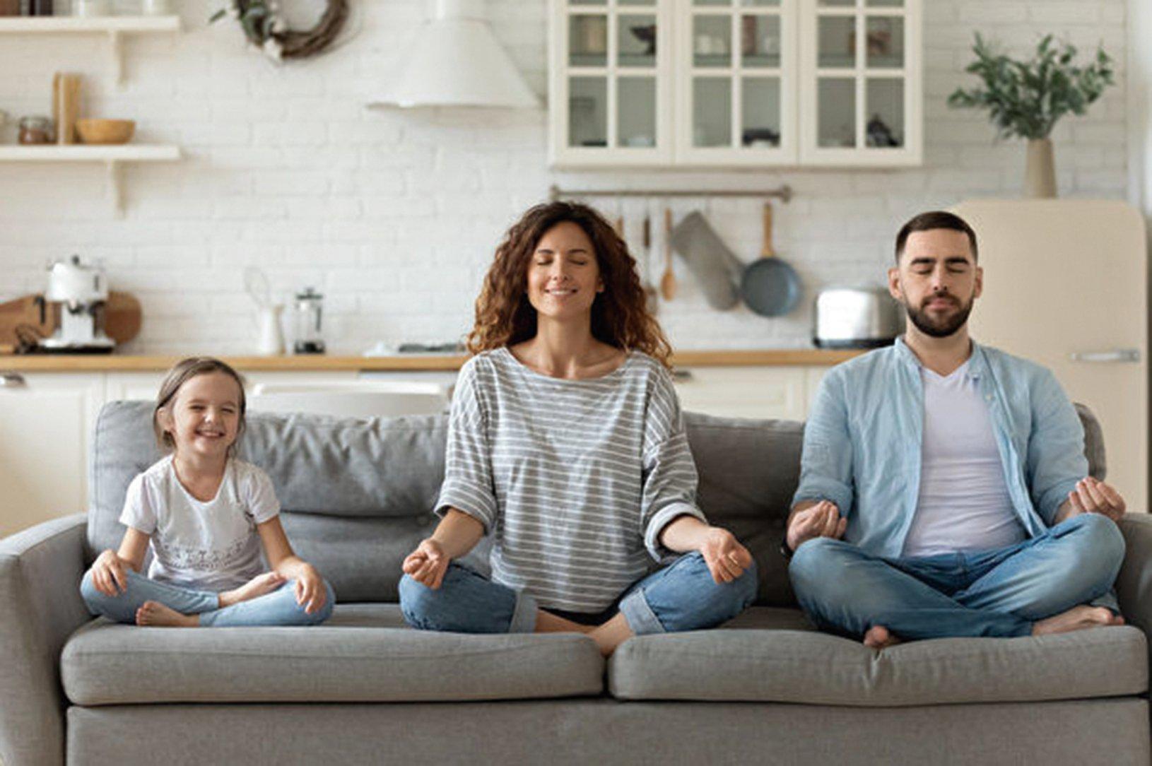 覺察練習(mindfulness,維基百科又譯為正念)是一種冥想練習,幫助人們把注意力放在當下並排除雜念,是西方心理學家把佛禪理論抽出一部份,在西方社會推廣形式。(Shutter Stock)