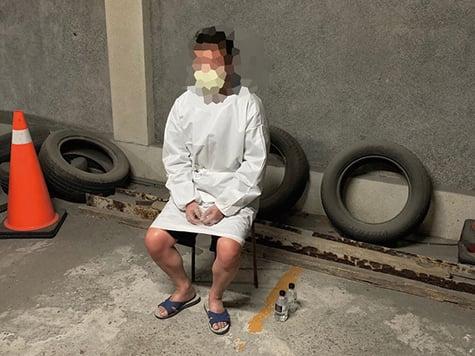 台灣台中港務警察總隊與海巡署在台中港西碼頭查獲一名來自中國的周姓男子。(中央社)