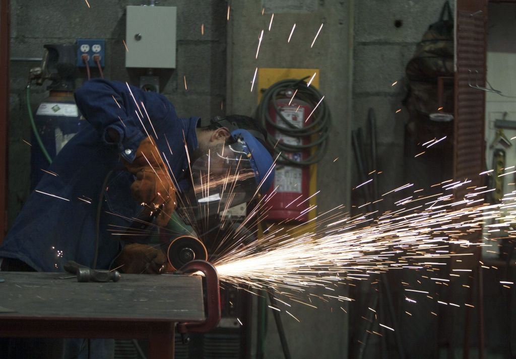 IHS Markit昨(5月3日)公佈4月份墨西哥製造業PMI數值為48.4,反映商業活動正在收縮。(JULIO CESAR AGUILAR/AFP via Getty Images)