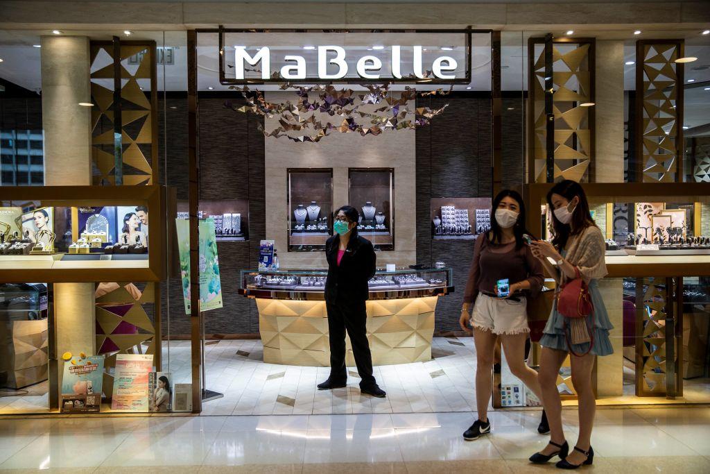 香港昨(5月4日)公佈3月份零售業銷售按年上升20.1%至276億港元。(ISAAC LAWRENCE/AFP via Getty Images)