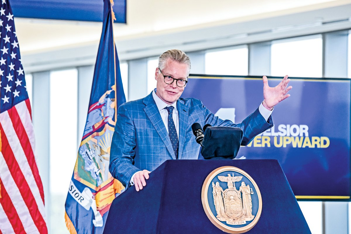 達美航空行政總裁巴斯蒂安(Ed Bastian)於2019年10月29日在紐約市拉瓜迪亞機場舉行的達美航空新航站樓啟用儀式上發表講話。(Getty Images)