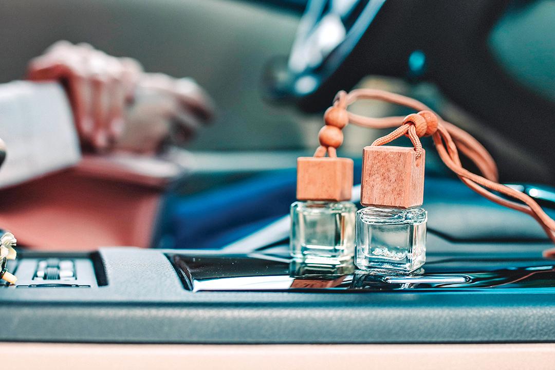 在汽車裏擴香,能讓自己心情放鬆。