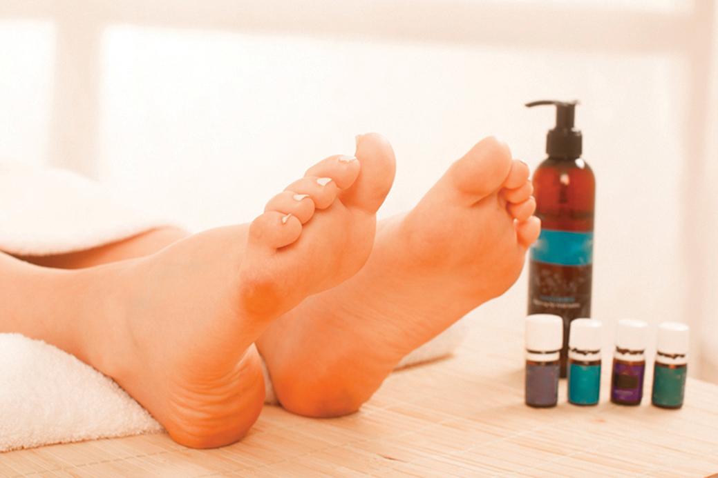 腳掌有身體最大的毛孔,所以能夠輕鬆吸收精油。