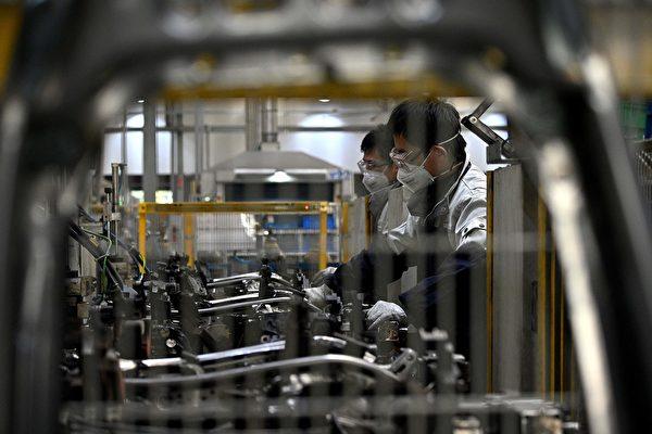 2020年中國停業小企業數量同比2019年飆升3倍,高達19%。圖為受疫情影響下的中國工廠。(NOEL CELISAFP via Getty Images)