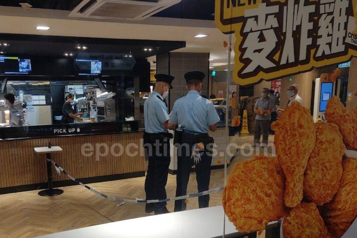 「理大廚房佬」施漢恒於深水埗欽州街黃金商場旁邊的麥當勞快餐店,懷疑因為一宗打架案件被捕,警方在現場拉起封鎖線調查。(市民提供)
