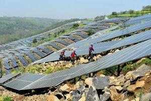 中共脫貧運動失敗 中國農民為過剩太陽能產業背債