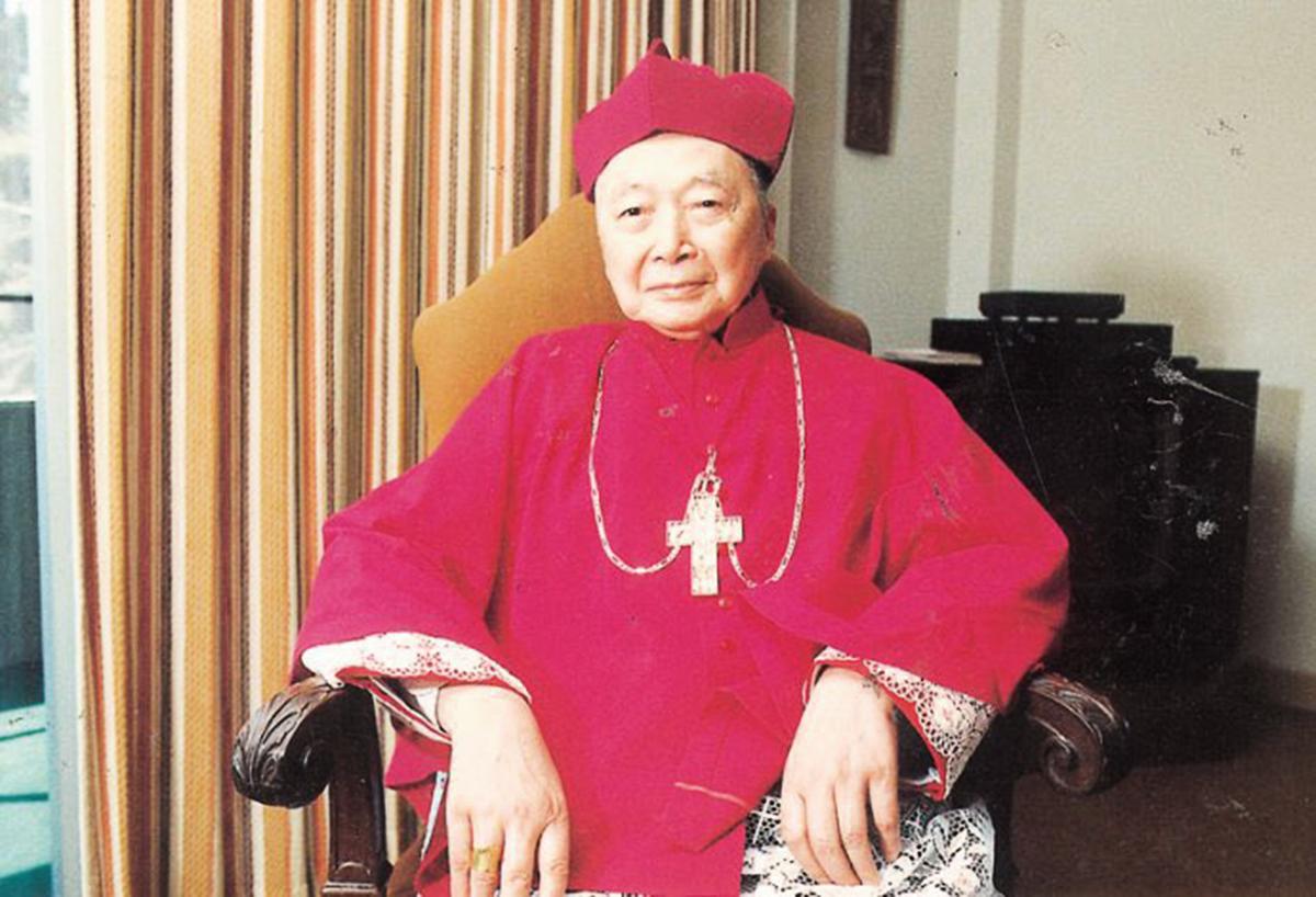 龔品梅神父因拒絕參加「愛國會」被判無期徒刑,在被關押30年後,於1985年獲釋,1988年因心臟病被獲准前往美國治療,其後一直在美居住,1991年被教宗任命為紅衣主教。(網絡圖片)