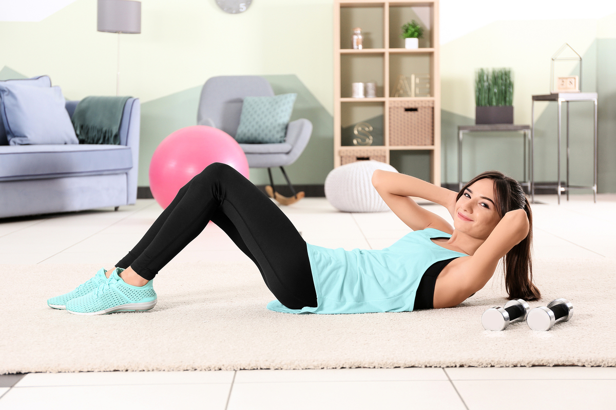 捲腹運動可以瘦小腹。