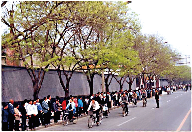 參加北京4.25 萬人和平上訪 的一家人