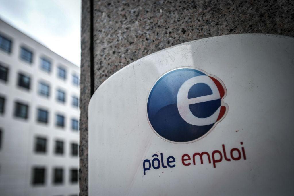歐洲統計局於較早前公佈,3月份歐元區失業率錄得8.1%。圖為法國就業中心Pole Emploi。(STEPHANE DE SAKUTIN/AFP via Getty Images)