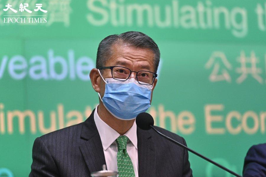 財政司司長陳茂波於5月8日表示,不會分五期發放5,000元電子消費券,且會延長使用的期數。(宋碧龍/大紀元)