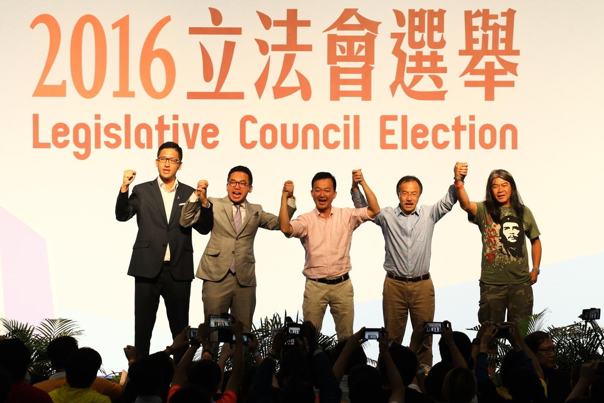 泛民5名議員(左起):林卓廷、楊岳橋、陳志全、張超雄及梁國雄成功當選。(李逸/大紀元)