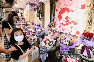 【圖片新聞】市民旺角花墟買花慶母親節