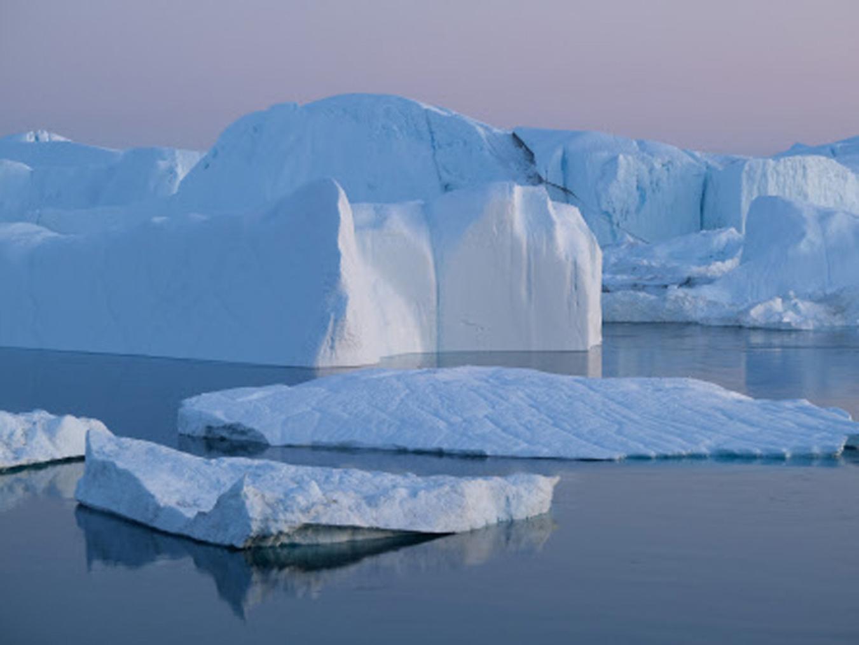 2019年8月4日拍攝的格陵蘭島冰川。「全球暖化」理論曾認為氣候變暖將導致冰川很快融化,但至少過去20年裏全球氣溫並未發生顯著變化。(Sean Gallup/Getty Images)