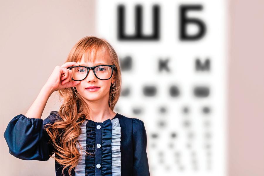 學童用眼姿勢不正確    恐造成近視度數飆升、雙眼不等視