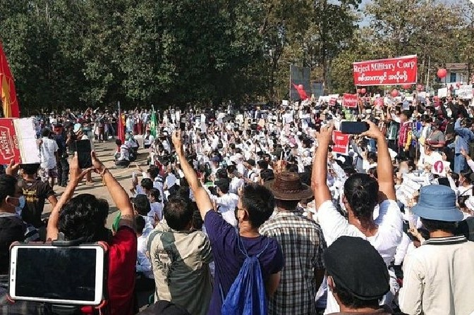 緬甸抗議活動仍在繼續 參與遊行教職員工被解雇