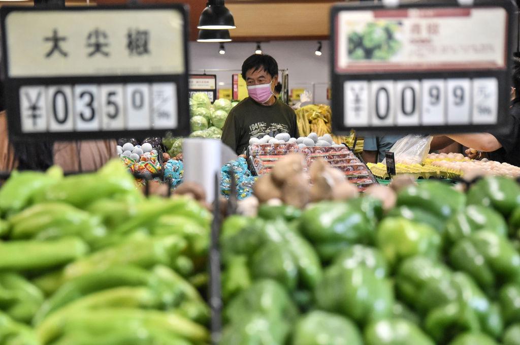 大陸今(5月11日)公佈居民消費價格指數,4月按年錄得通脹0.9%,低於預期的1.0%。(STR/AFP via Getty Images)