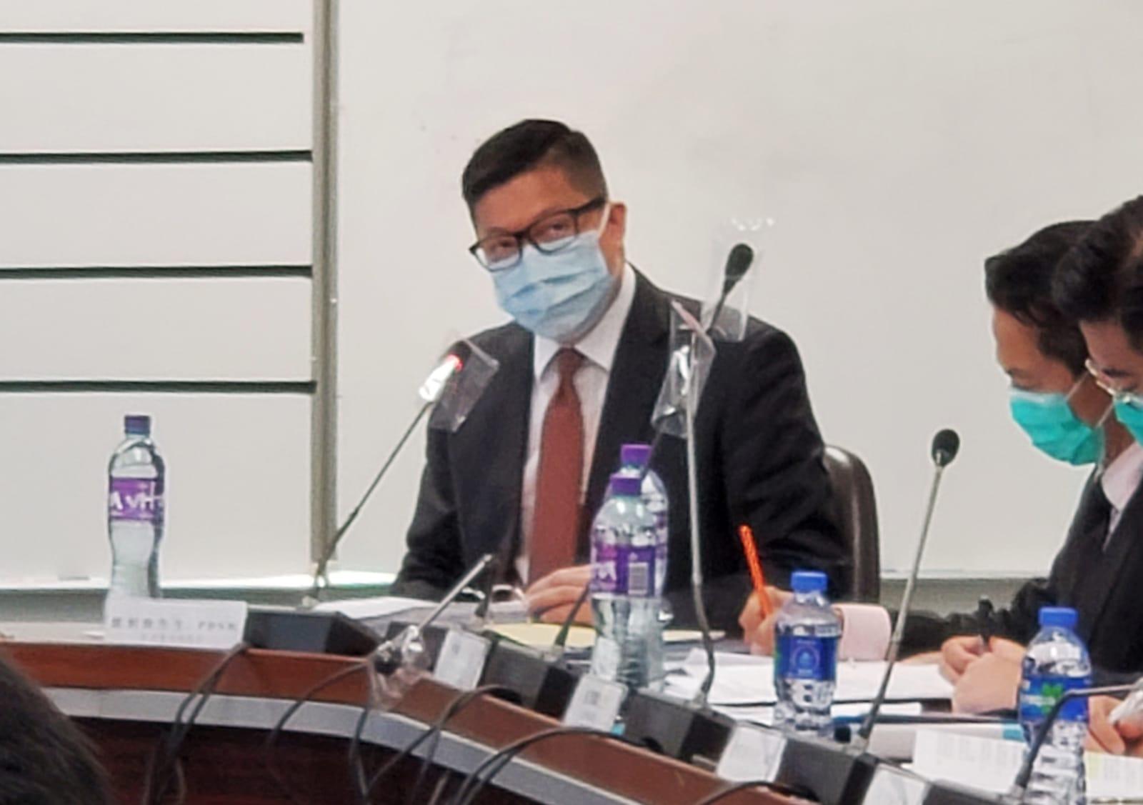 鄧炳強11日再次不點名抨擊《蘋果日報》近期有「生安白造」報道。被外國記者會質疑他評論「假新聞」。圖爲鄧炳強。(宋碧龍/大紀元)