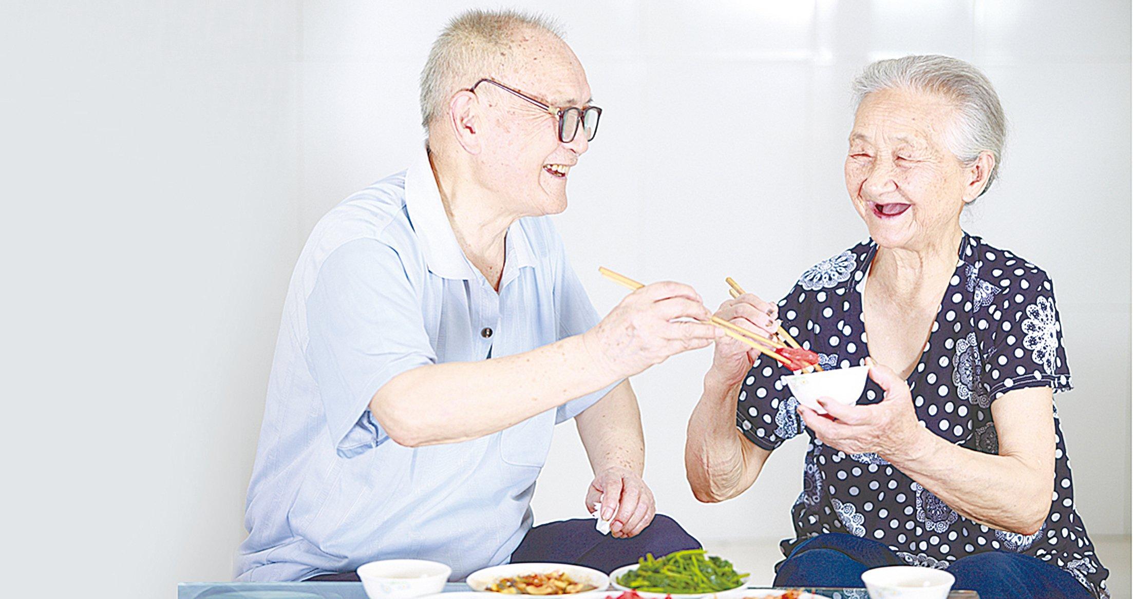 老了有人一起陪伴、一起吃飯,再平凡的日常都很幸福。