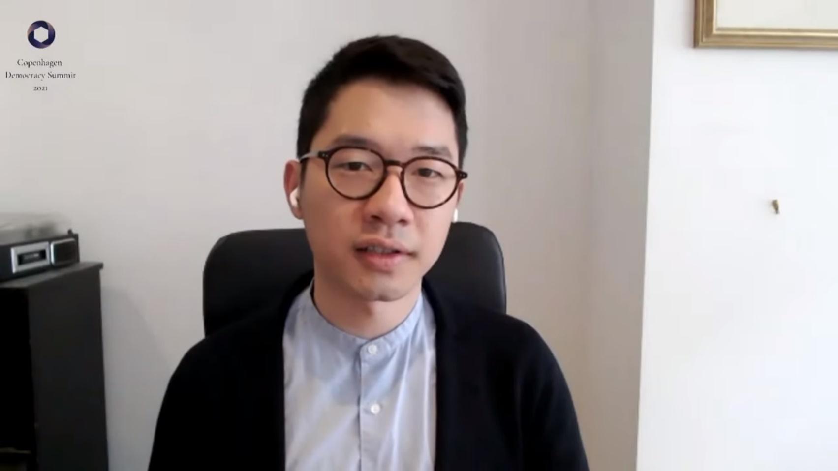 羅冠聰以視像形式參與峰會,講出香港的政治處境,並呼籲國際社會團結支持民主抗爭,以制衡各威權的擴張。(影片截圖)