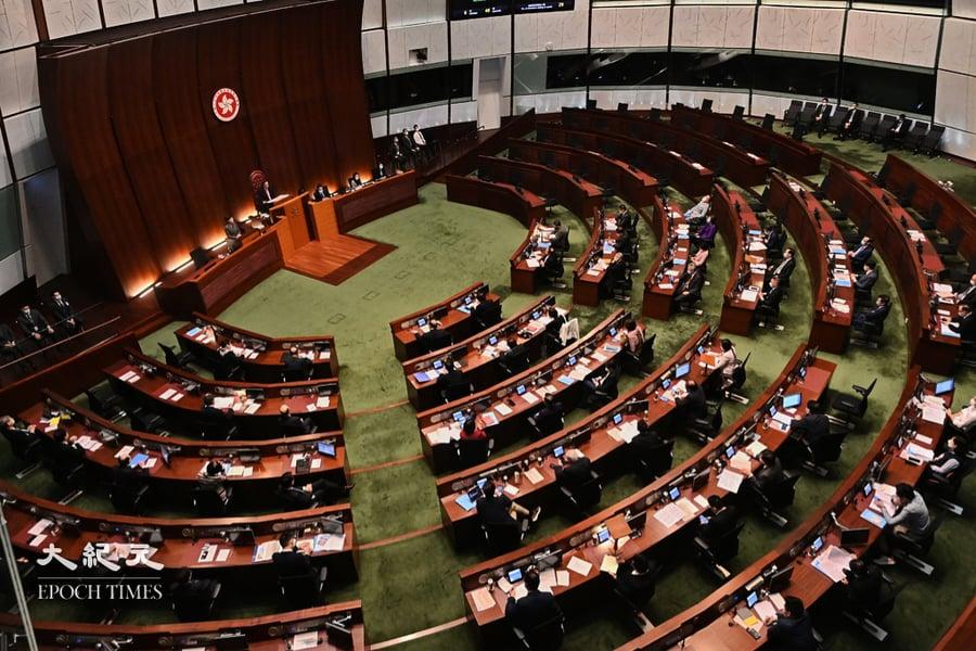 「宣誓草案」三讀通過 逾25區議員已請辭