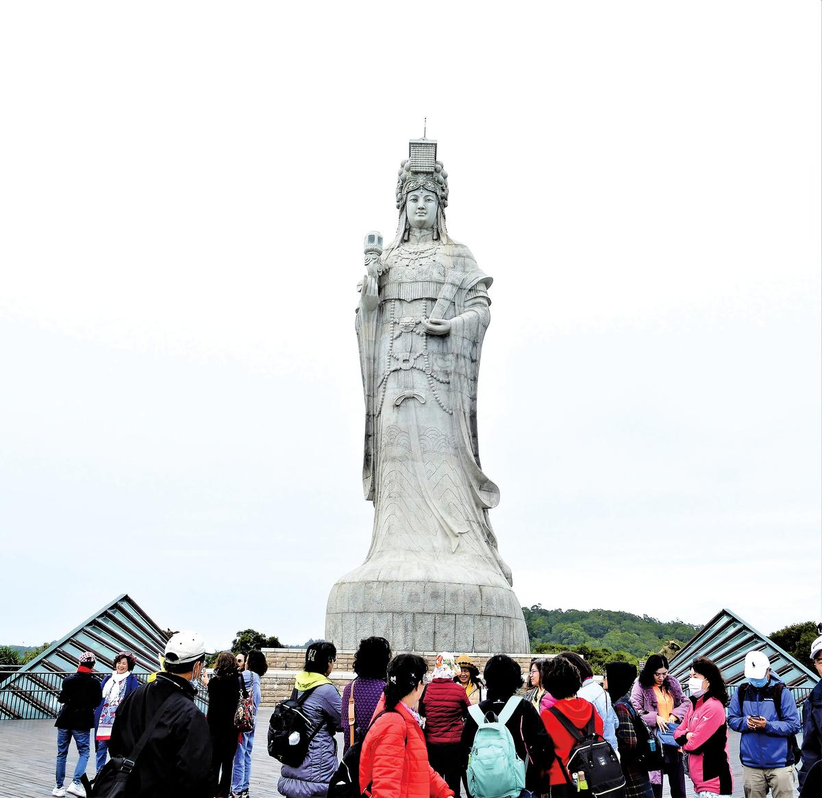 2009年在馬港天后宮的山上立起了高28.8公尺的巨大媽祖神像。