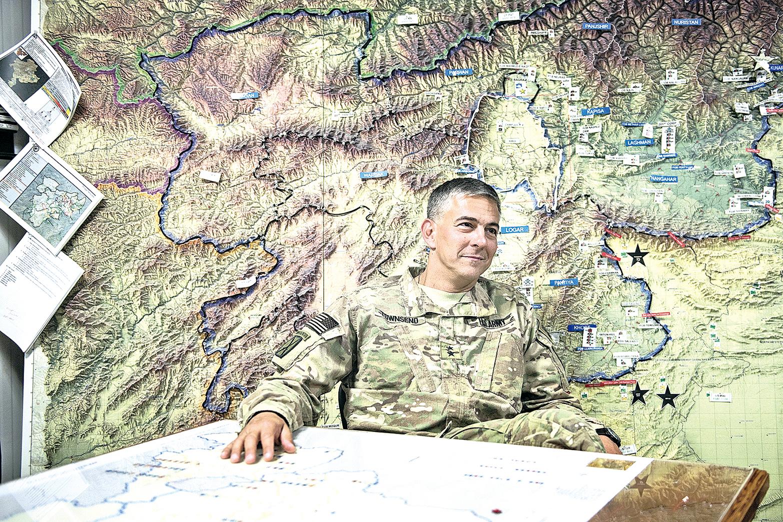 2014年5月30日,阿富汗。時任美國陸軍第10山地師司令官的史蒂芬‧湯森(Stephen Townsend)少將在帕爾旺省(Parwan)的巴格拉姆機場(Bagram Airfield)。(AFP)