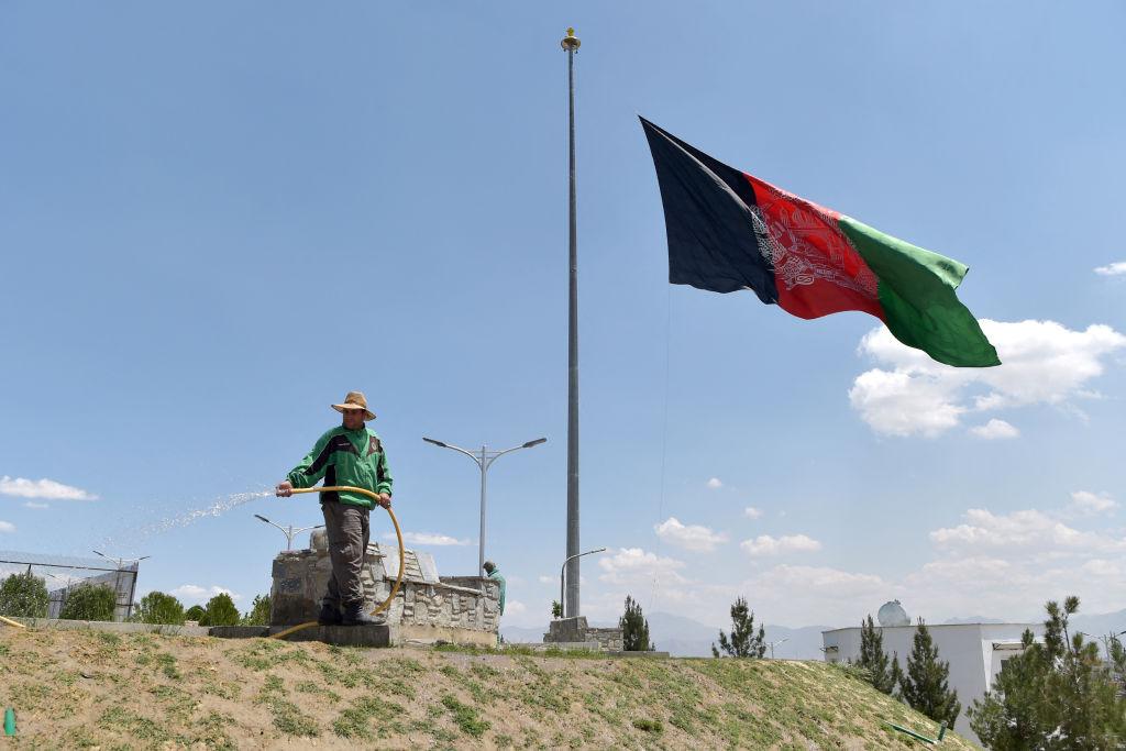 阿富汗首都喀布爾5月8日發生的爆炸案至少造成68人死亡、165人受傷。阿富汗總統阿什拉夫•加尼宣布5月11日爲全國哀悼日,並降半旗致哀。(WAKIL KOHSAR/AFP via Getty Images)