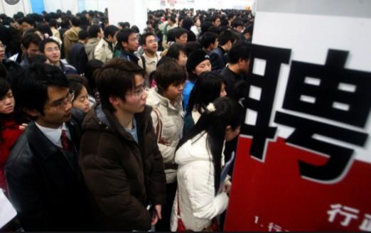 大陸對大學生就業難 推政策性崗位 民衆不滿