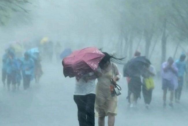 5月14日,武漢市蔡甸區奓山片區、武漢經開區突發龍捲風。(YouTube視頻截圖)
