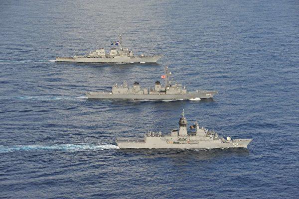 圖為美國、日本、澳洲海軍2020年10月20日在南海軍演。(美國海軍)