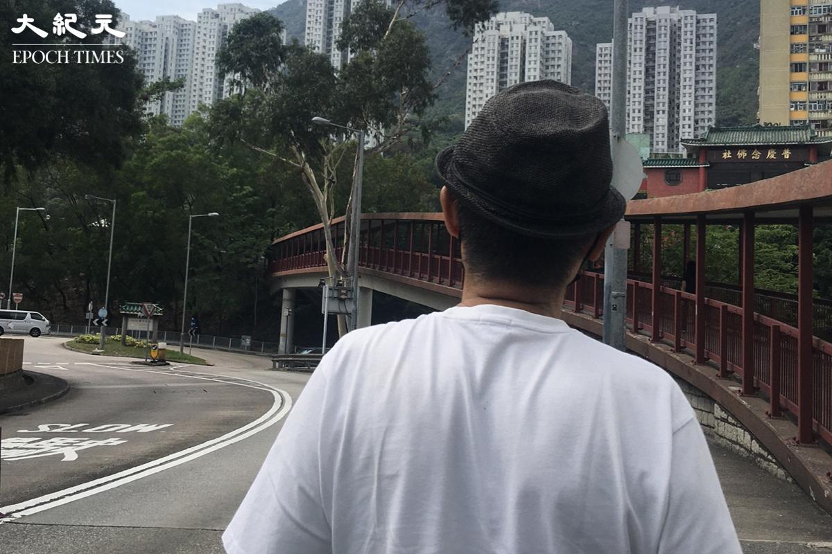 59年逃難到香港的森哥,雖然不知國安法帶來的嚴酷寒冬何時會盡,但不想再移民,選擇留守香港,與香港人共進退。(李遨/大紀元)